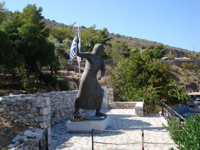 Η άγνωστη ιστορία της Μανιάτισας με το δρεπάνι που θα έπρεπε να διδάσκεται  στο σχολείο | i-diakopes.gr