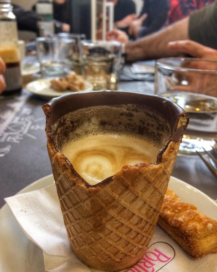 Η πρώτη καφετέρια στην Ελλάδα που σερβίρει καφέ σε ποτήρι που τρώγεται