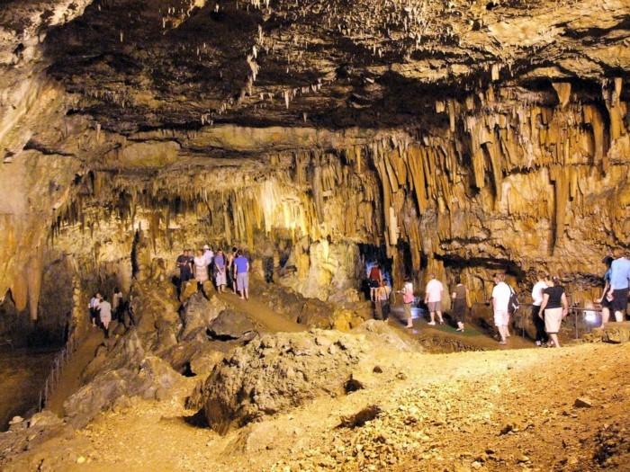 Δρογκαράτη: Το απίστευτης ομορφιάς σπήλαιο που ανακαλύφθηκε λόγω ενός.. σεισμού