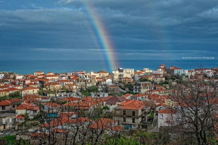 Το «Μπαλκόνι» του Αιγαίου: Έρωτας με την πρώτη βουτιά δυόμιση ώρες από την Αθήνα