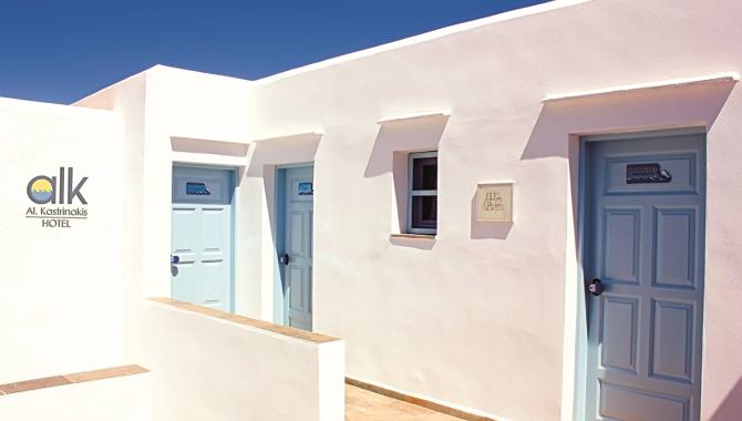 Στην παραλία των Καμάρων βρίσκεται το Al. Kastrinakis Hotel
