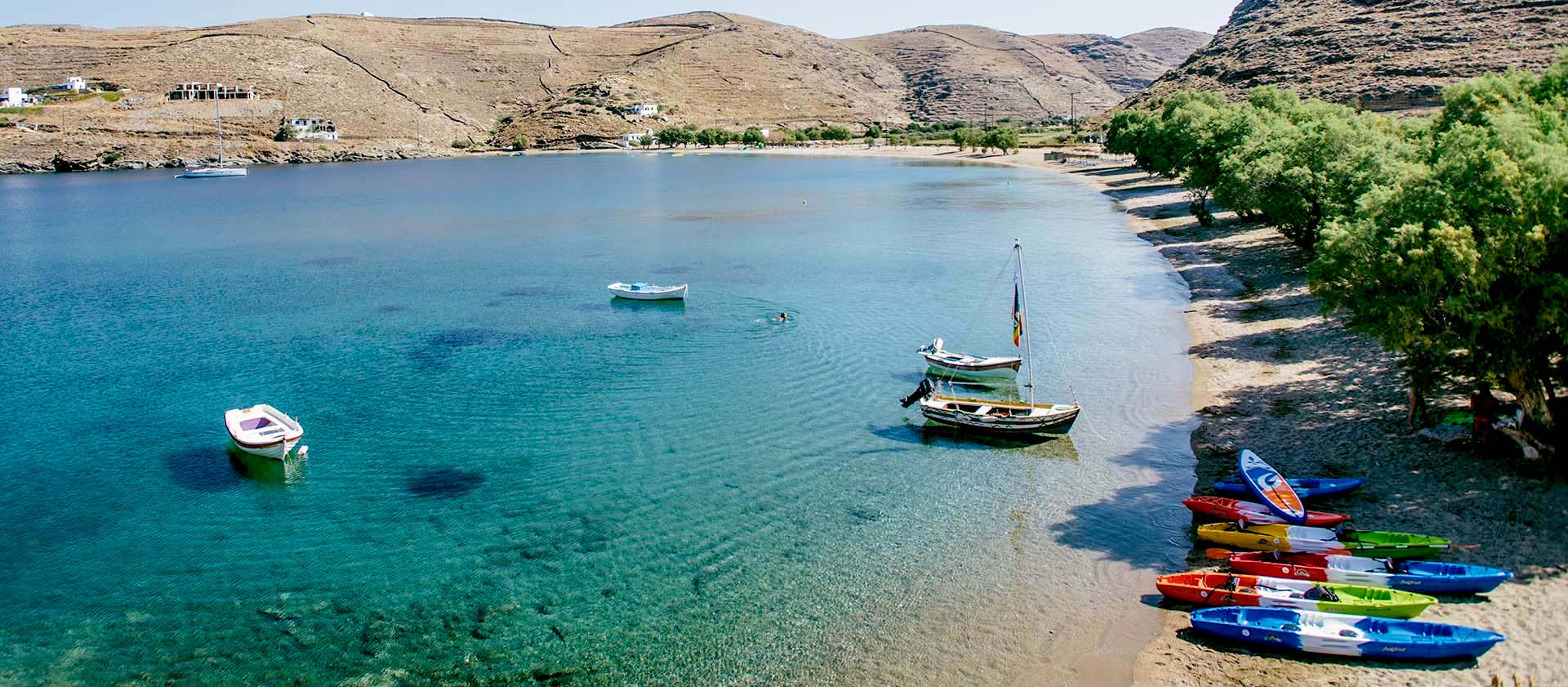 1,5 ώρα απ' το Λαύριο, 92 παραλίες: To μικρό νησί που θεωρείται ο πιο ασφαλής προορισμός για το καλοκαίρι του '20 (Pics)