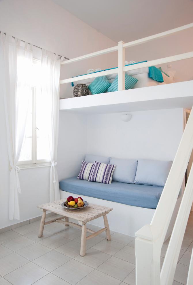 Φωτεινά και minimal τα δωμάτια του Nissos στη Σίφνο