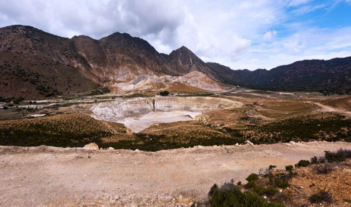 Νίσυρος: Το νησί που αγνοεί ο «βαρβάτος τουρισμός» και σου προσφέρει διακοπές πάνω σε ένα...ηφαίστειο