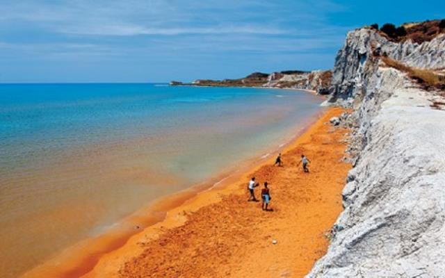 Πορτοκαλί παραλία Κεφαλονιά από ψηλά