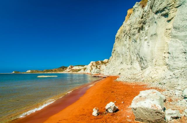 Πορτοκαλί παραλία Κεφαλονιά βράχια