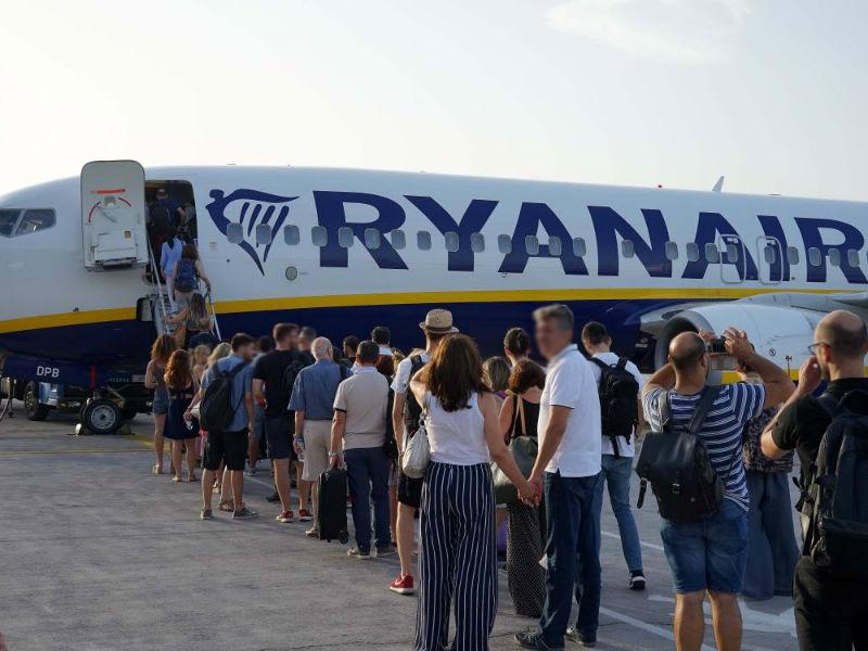 Ryanair επιβίβαση ταξιδιωτών