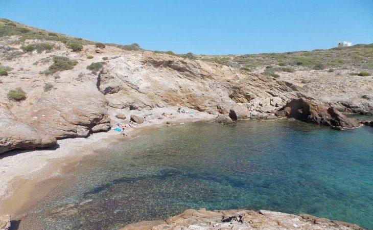 Ήσυχες παραλίες με ασφάλεια σε απόσταση αναπνοής από την Αθήνα