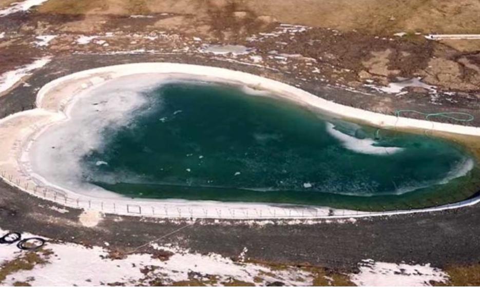 Mέτσοβο: H λίμνη του έρωτα που έχει σχήμα καρδιάς και σμαραγδένια νερά
