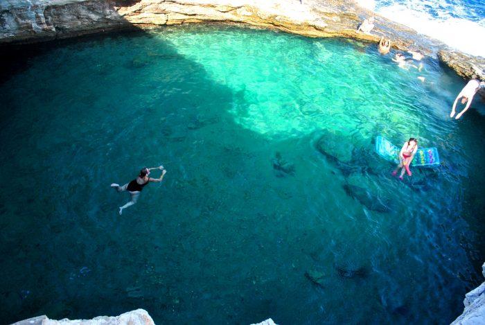 Η φυσική πισίνα – όνειρο που θα σε κάνει να κλείσεις αμέσως εισιτήρια για το πιο πράσινο νησί της Ελλάδας (Pics)