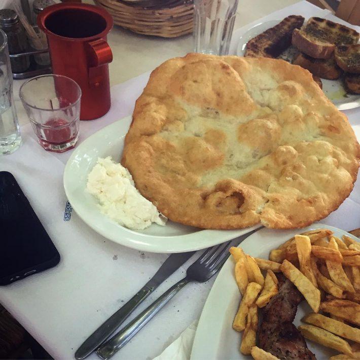Μακαρούνες και λαδόπιτες: Το νησί που οι ξένοι θεωρούν ότι έχει το καλύτερο φαγητό στην Ελλάδα
