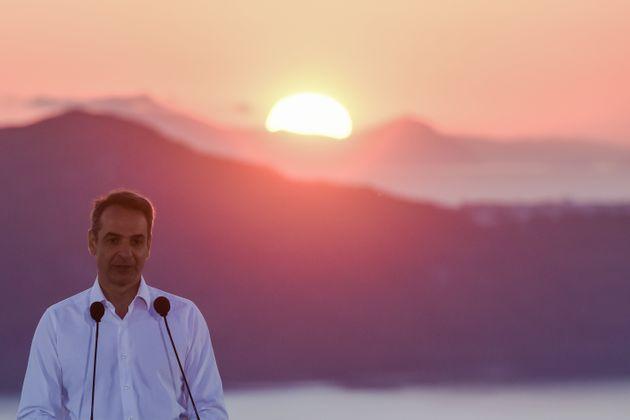 Σαντορίνη - Μητσοτάκης: «Ελάτε στην Ελλάδα. Η χώρα είναι πλέον ανοιχτή»