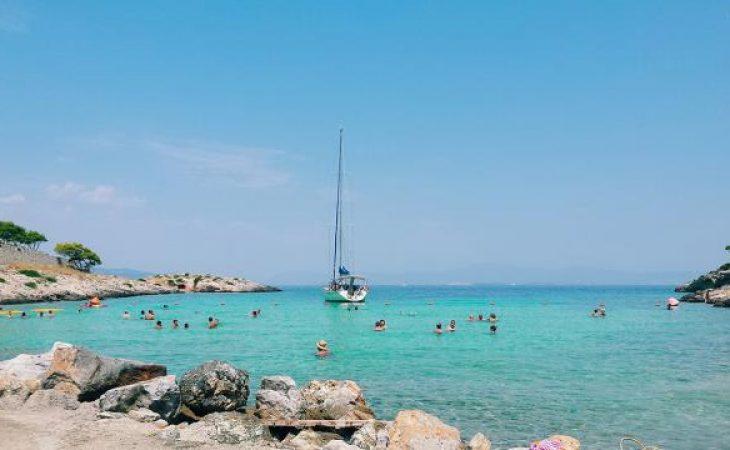Απόνησος: Μπορεί να θυμίζει Καραϊβική, αλλά βρίσκεται μόλις μια ώρα μακριά από την Αθήνα!