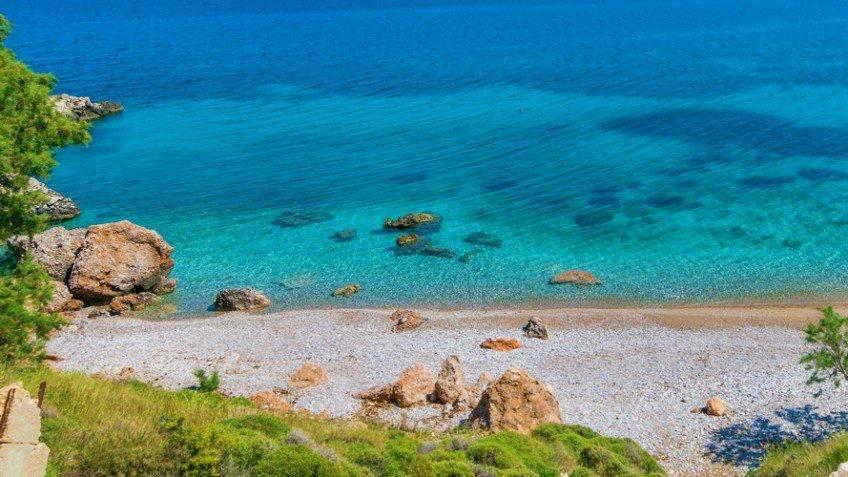 Φθηνές διακοπές: 3 νησιά που κάνεις βασιλικές διακοπές με 40€ τη μέρα