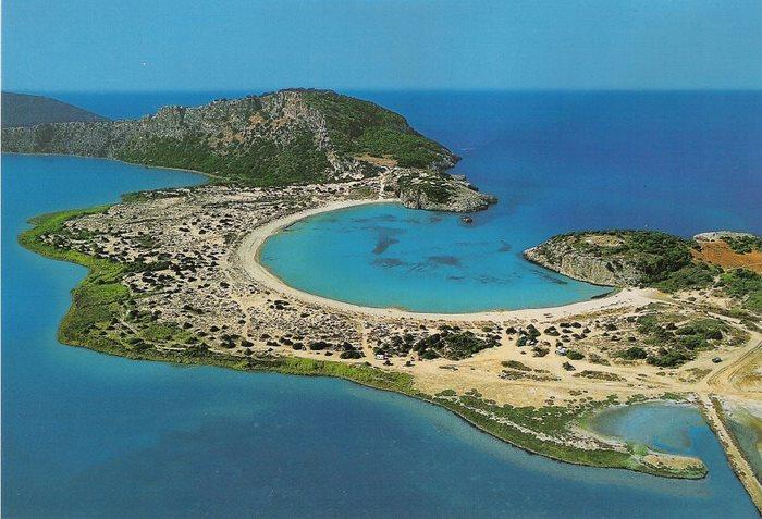 Η παραλία της Βοϊδοκοιλιάς στη Μεσσηνία. Ιδανική για όσους θέλουν να… μελετήσουν όλες τις αποχρώσεις του μπλε.