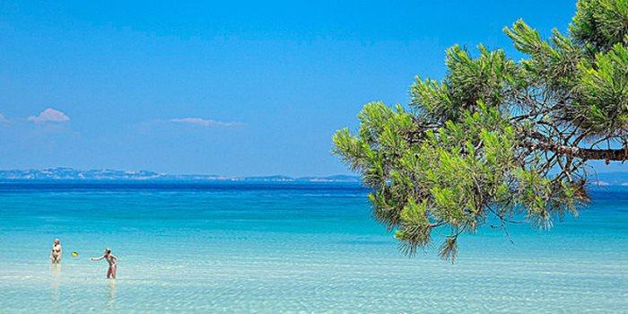 Η παραλία Βουρβουρού στη Χαλκιδική.