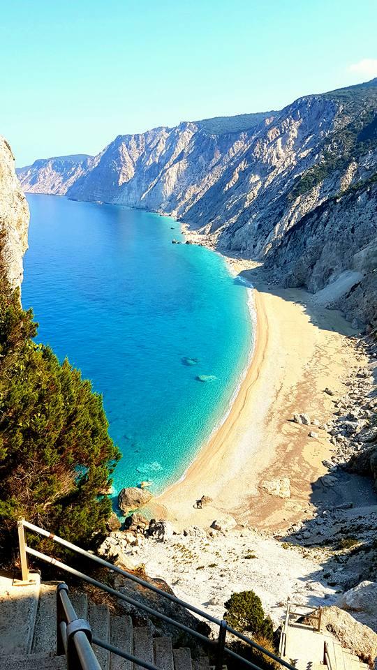 Οι ωραιότερες στην Ελλάδα: Γι' αυτές τις 2 παραλίες αξίζει να κατέβεις 450 σκαλοπάτια (Pics)