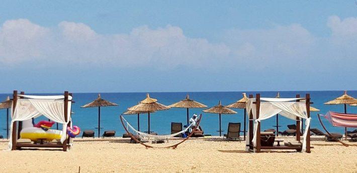 2 Km παραλία, δεν θες αμάξι: Το χωριό με τις καλύτερες τιμές που έχει τα πάντα σε ακτίνα 100m απ' το δωμάτιο σου