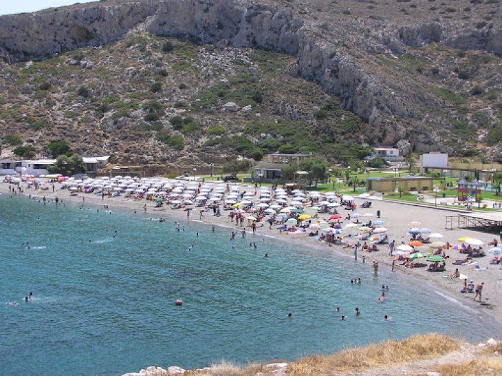 Κακιά θάλασσα: 40 λεπτά από την Αθήνα μια παραλία που θυμίζει πισίνα
