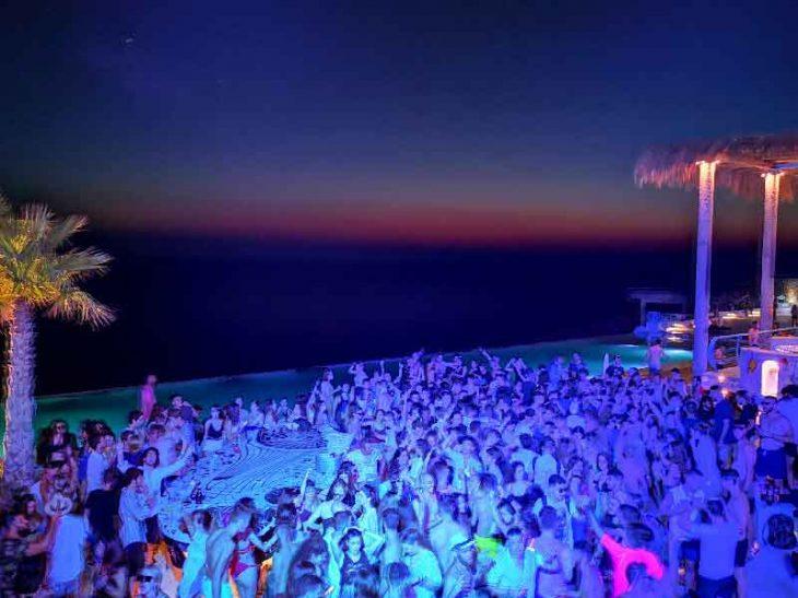Το Σάο Παόλο της Ελλάδας: Το νησί  που βάζει κάτω τη Μύκονο στα πάρτι