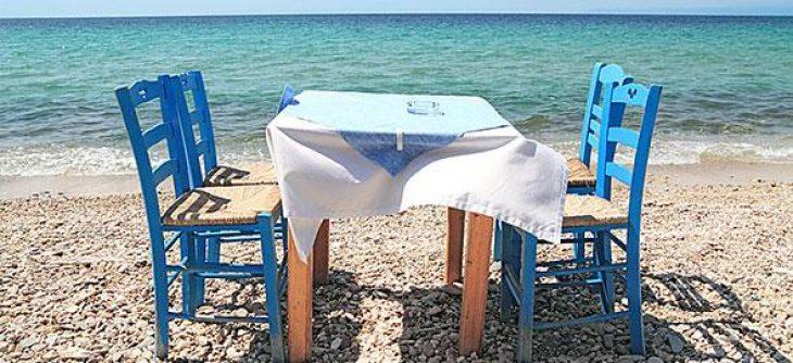 3 ταβέρνες δίπλα στη θάλασσα για να τις απολαύσεις με λιγότερα από 15 €