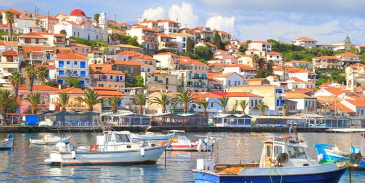 Πελοπόννησος: 5 υπέροχα χωριά δίπλα στη θάλασσα για να ανακαλύψεις το φετινό Αύγουστο