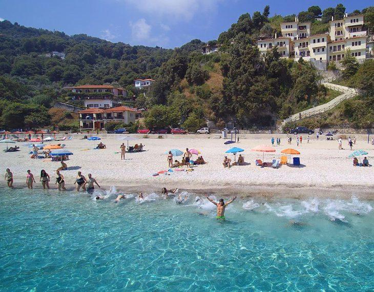 Παπά Νερό: Η πιο χρυσαφένια παραλία της Ελλάδας