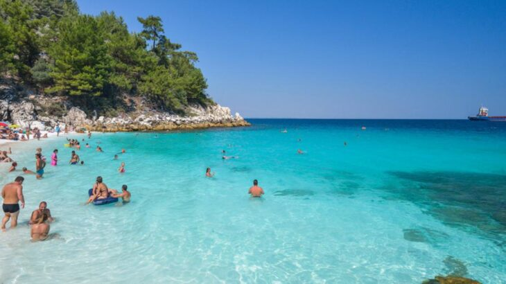 Σαλιάρα: Ώρα για βουτιά στην παραλία διαμάντι της Θάσου
