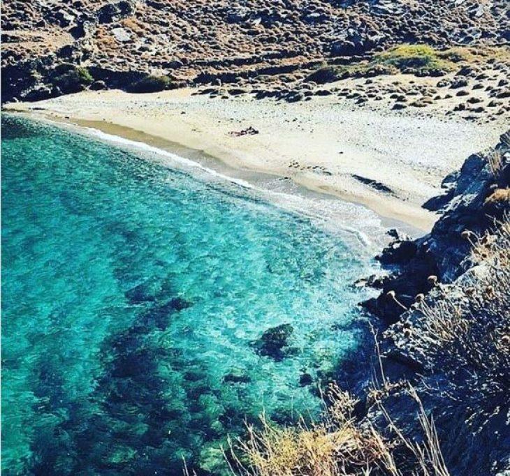 Ακόμα στη Μύκονο είσαι; Το Ελληνικό, ασφαλές νησί που βουλιάζει φέτος με ηλικίες από 25 – 40 ετών