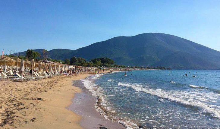 Παραλία Αλυκές Δροσιάς: Κρυστάλλινα νερά 55 λεπτά από την Αθήνα