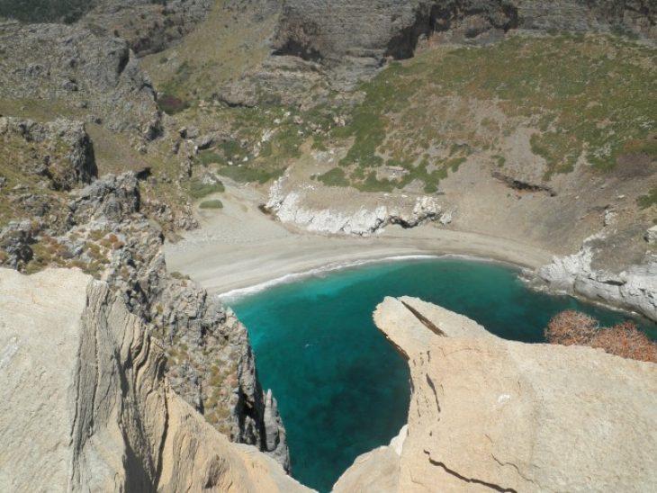 Αρχάμπολη: Γνωρίστε την πιο μυστική παραλία της Εύβοιας, με την κατάλευκη άμμο, που οι Αθηναίοι αγνοούν