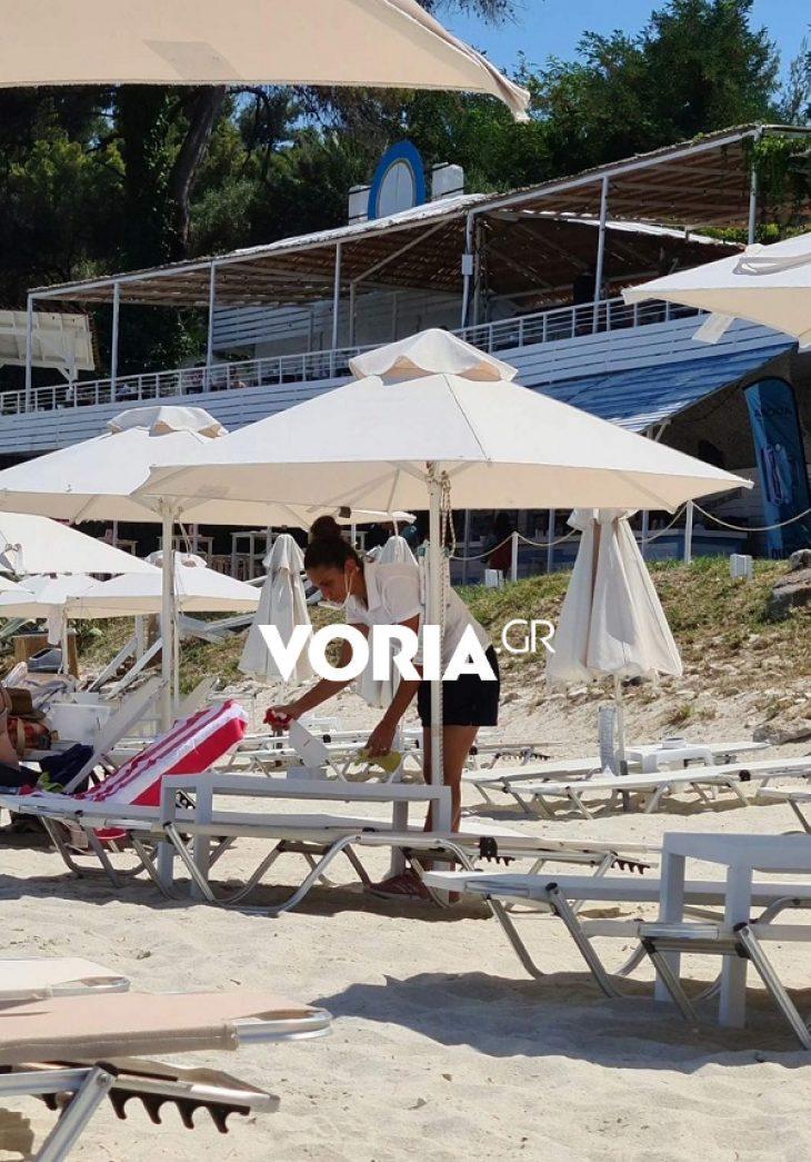 Χαλκιδική: Εικόνες με άδειες ξαπλώστρες που σοκάρουν
