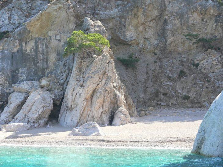Δοκός: Το μαγικό νησάκι κόντα στην Αθήνα που αγνοούν οι Αθηναίοι