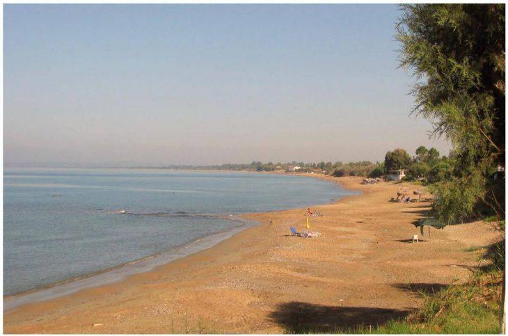 Είναι 90 λεπτά από την Πάτρα, έχει όλο άμμο, είναι ιδανική για οικογένειες και περνάς με 10 ευρώ ημερήσιο μπάτζετ