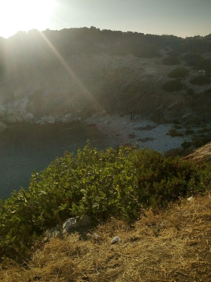 Μυστική παραλία: Η ομορφότερη κρυφή παραλία της Αττικής