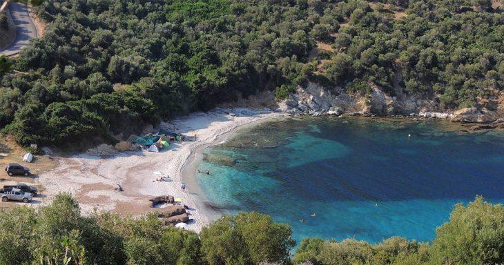 Παραλία Μάγειρας: Ερημικός παράδεισος μια ανάσα από την Αθήνα