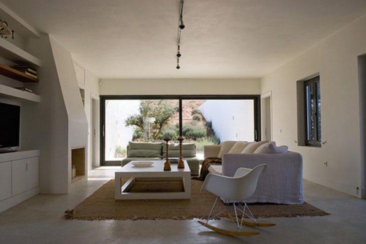 Αλώνι Αντίπαρος: Ένα μαγικό σπίτι 170τμ στην Αντίπαρο που έχει απίστευτη πολυτέλεια και μοιάζει με γέφυρα