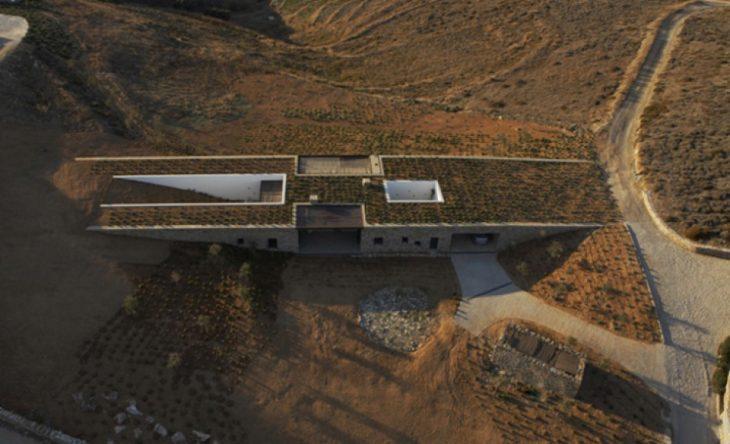 Αλώνι Αντίπαρος: Το σπίτι 170τμ στην Αντίπαρο που μοιάζει με γέφυρα