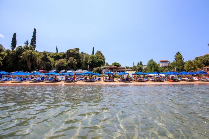 Περούλια: Η μόνη παραλία της Ελλάδας που έχει ασανσέρ