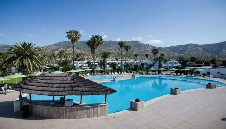 Και όμως η Κινέτα έχει 4* ξενοδοχείο που μπορείς να μείνεις με λιγότερα από 65€ και με φαγητό και ποτό δωρεάν