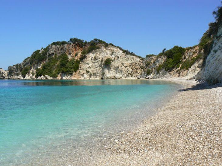 Γιδάκι: Γνωρίστε την ομορφότερη παραλία της Ιθάκης