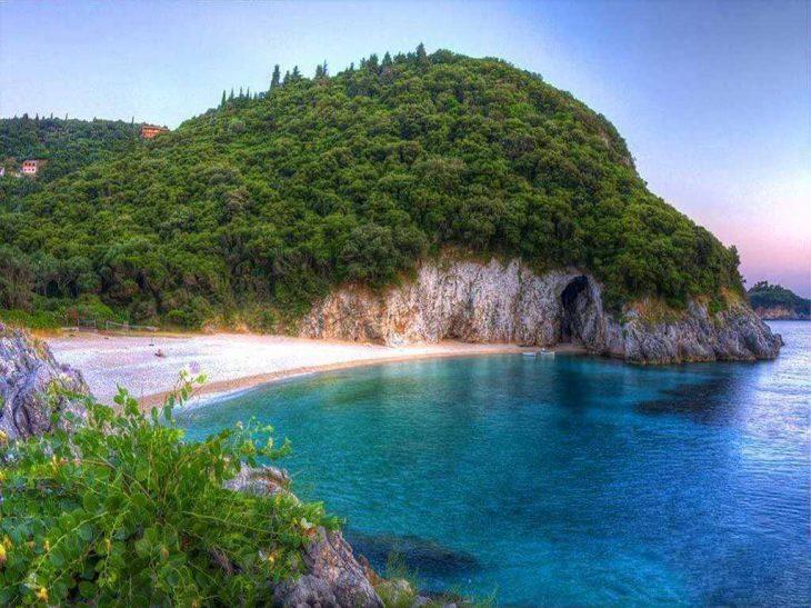 Παραλία Χωμοί: Η μαγευτική παραλία που την αποκαλούν Paradise