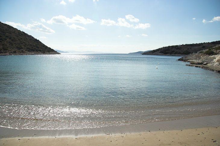 Ελληνική Χαβάη: Εξωτικά νερά και φοίνικες που ακουμπούν τη θάλασσα
