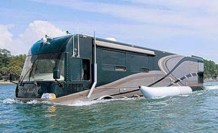 Αμφίβιο τροχόσπιτο: Πιάνει 135χλμ στη στεριά και 13χλμ στη θάλασσα