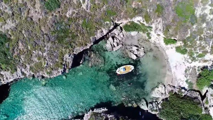 Απάγκιο: Γνωρίστε τα μυστικά της πιο πριβέ παραλίας της Ελλάδας