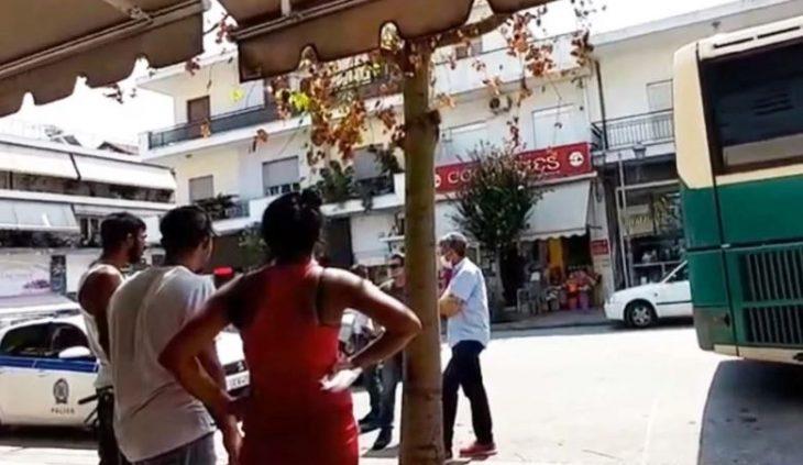 Στυλίδα Ρομά: Ρομά απειλούν οδηγό ΚΤΕΛ για τη μάσκα (Βίντεο)