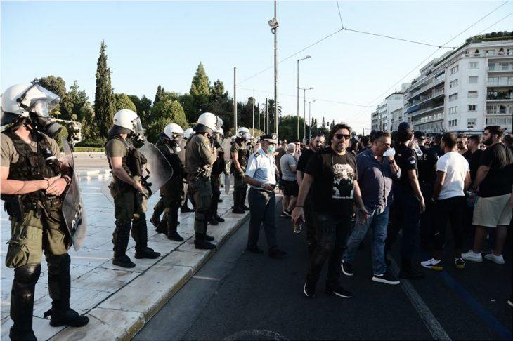 Διαμαρτυρία έξω από τη Βουλή για την εστίαση - Πόσο κόσμο είχε