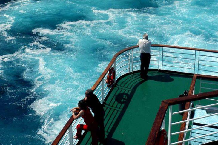 24χρονη με κορονοϊό πήρε το πλοίο για να πάει διακοπές στη Σαντορίνη