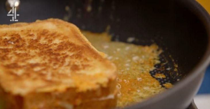 Λαχταριστά τηγανόψωμα με τυρί, έτοιμα σε μόλις 3 λεπτά