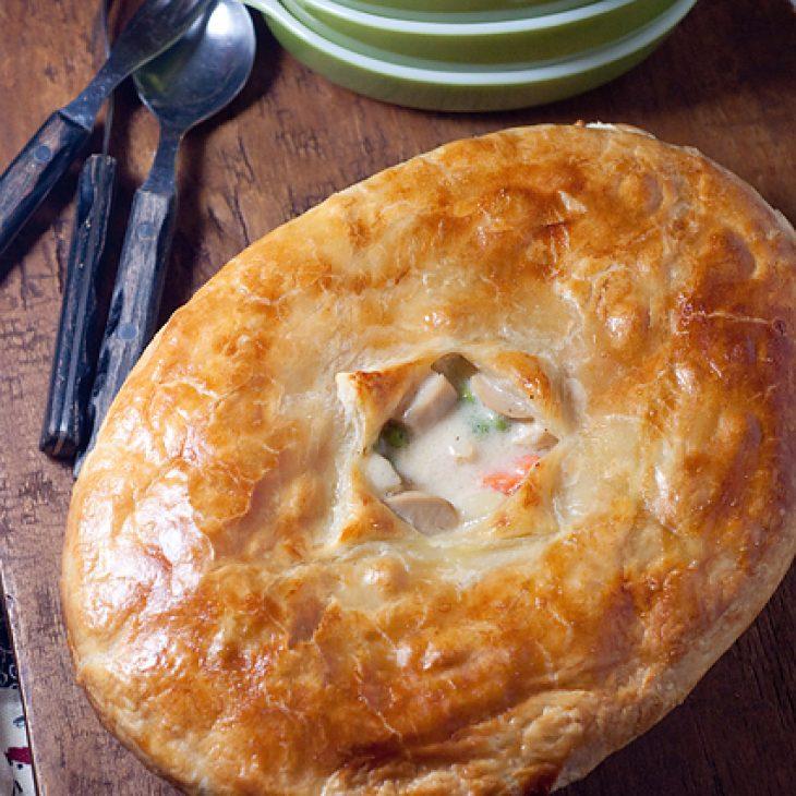 Πίτα με γαρίδες, μανιτάρια και κρέμα γάλακτος, έτοιμη σε λίγα λεπτά